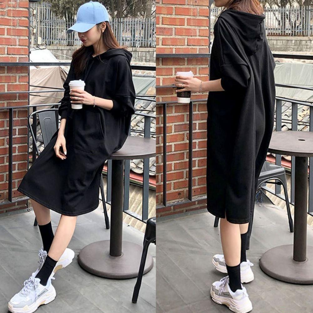 MOCO素色連帽抽繩大口袋衛衣棉料過膝側開叉連身長版洋裝L~3XL