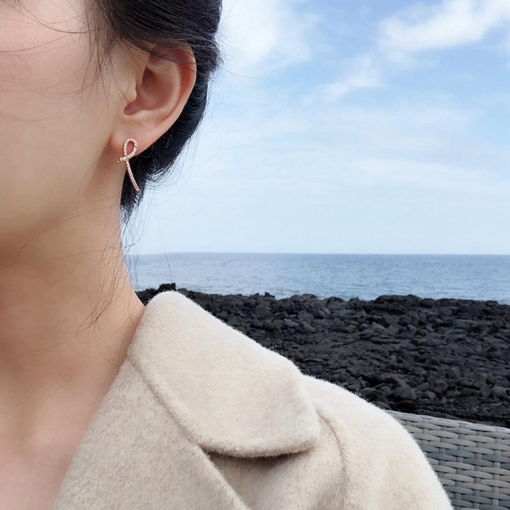 梨花HaNA  韓國曲線設計金緻水鑽耳環