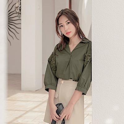 襯衫領拼接鏤空蕾絲七分袖寬版上衣-OB大尺碼