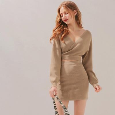 AIR SPACE 歐美性感交叉領短版針織裙套裝(杏)