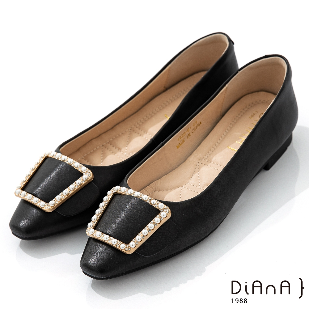 DIANA 1.7cm質感羊皮珍珠方釦飾方尖頭娃娃鞋-簡約優雅-黑