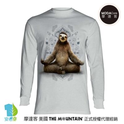 摩達客 美國進口The Mountain 樹懶打座灰白底 純棉長袖T恤