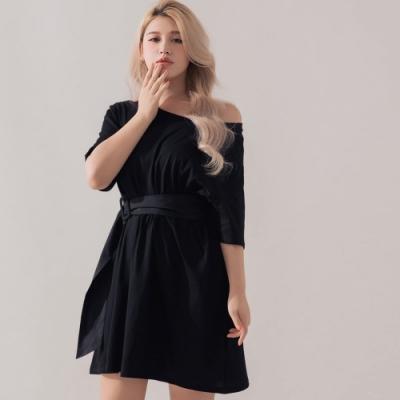 AIR SPACE PLUS 圓領腰帶造型短袖洋裝(黑)