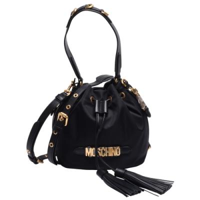 MOSCHINO 經典品牌LOGO浮雕皮革流蘇飾邊束口手提/斜背水桶包(黑)