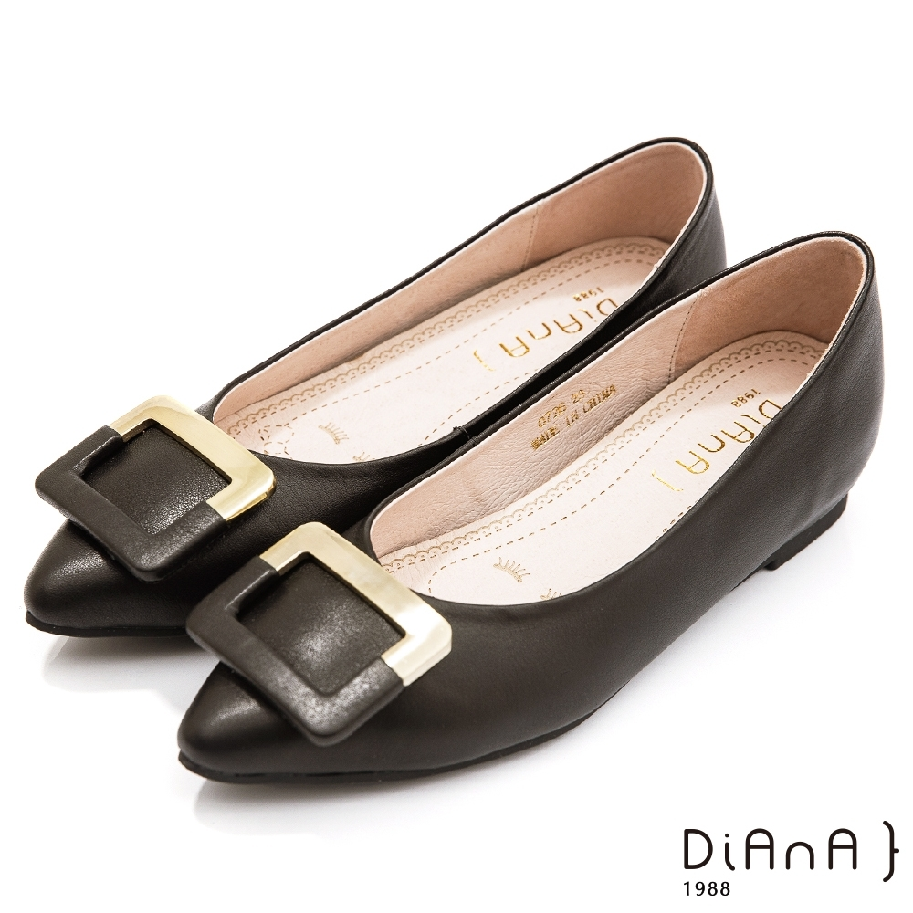DIANA 1公分嚴選牛皮雙材質拼接方釦內增高尖頭娃娃鞋-黑