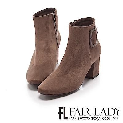 Fair Lady 小方圓扣飾絨布粗跟短靴 摩卡