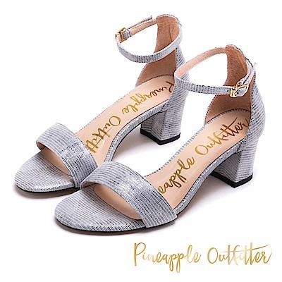 Pineapple Outfitter 注目焦點 復古水鑽一字粗跟涼鞋-銀色
