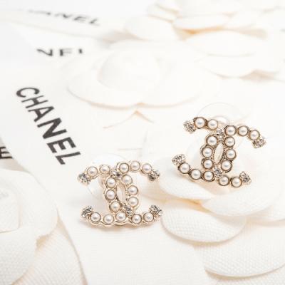 CHANEL 經典CC LOGO排列仿珠點綴水鑽造型穿式耳環 (金色/大)