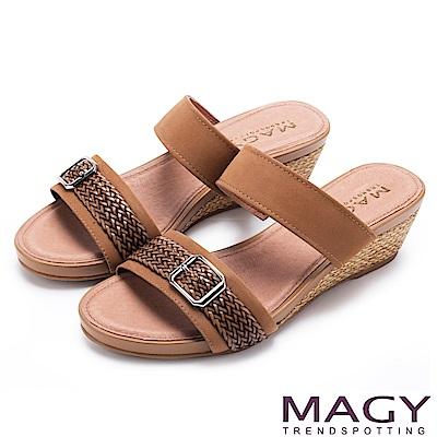 MAGY 異國渡假風 質感真皮編織楔型拖鞋-棕色