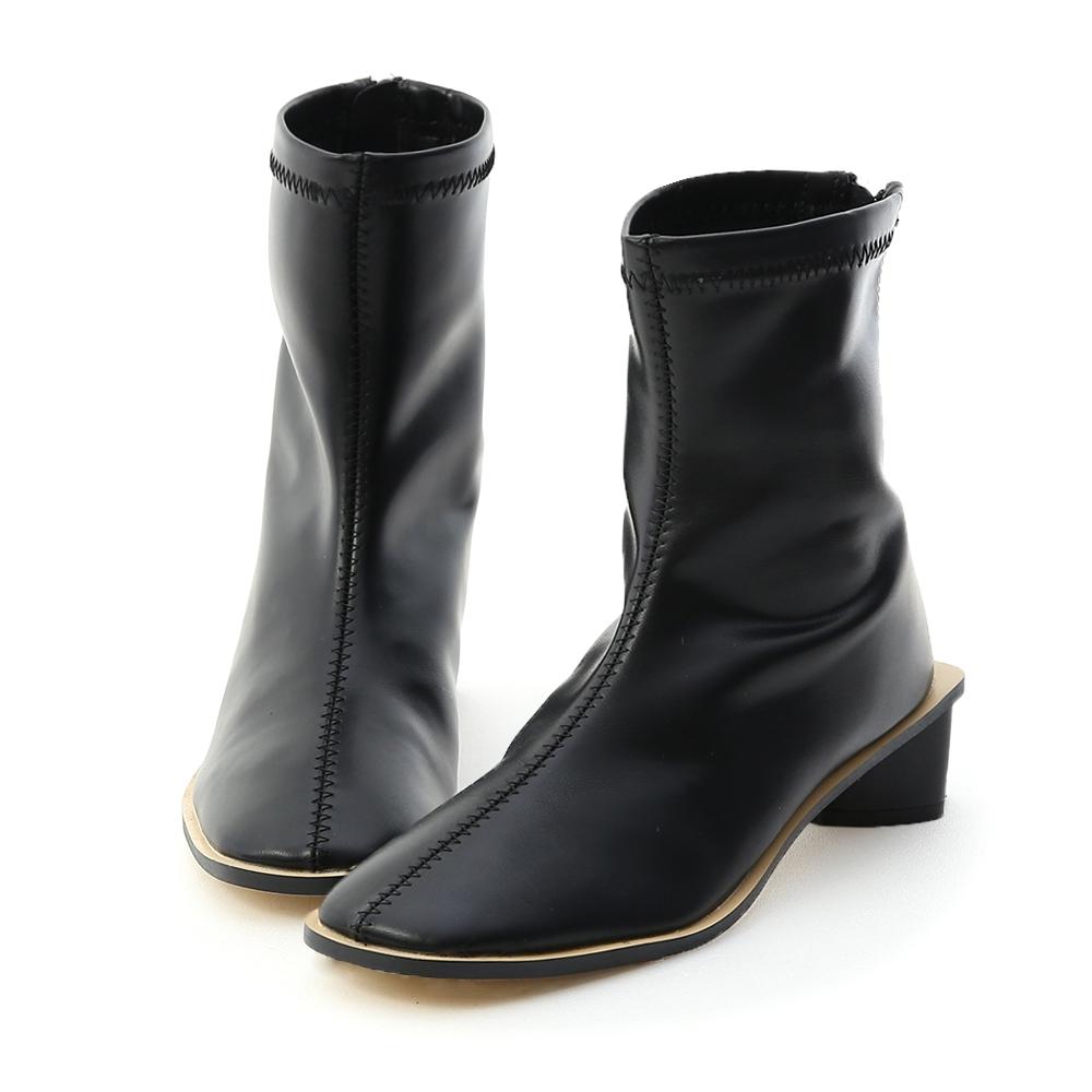 D+AF 獨特話題.素面後拉鍊三角跟短靴*黑