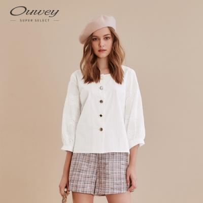 OUWEY歐薇 復古寶石造型釦刺繡上衣(白)