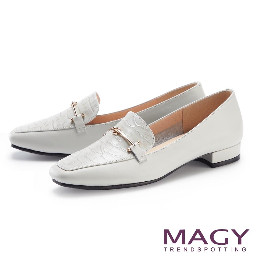 MAGY 氣質金屬釦真皮百搭 女 平底鞋 淺灰