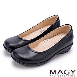 MAGY 簡約舒適 嚴選牛皮素面坡跟鞋-黑色