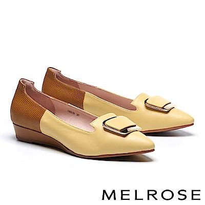 高跟鞋 MELROSE 知性大方淺金飾釦縮花羊皮拼接壓紋羊皮尖頭楔型高跟鞋-黃