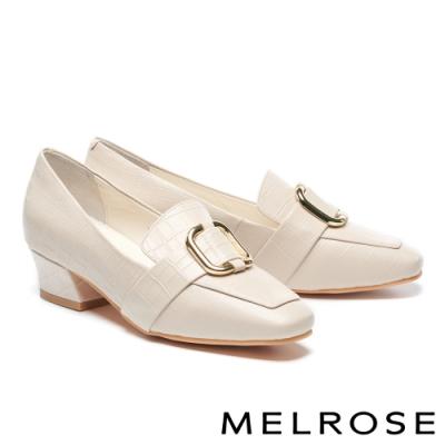 低跟鞋 MELROSE 復古時尚金屬飾釦壓紋羊皮造型方頭樂福低跟鞋-米