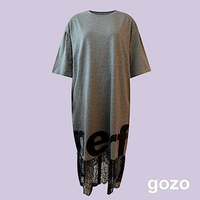 gozo 中性蕾絲拼接文字印花洋裝(二色)