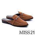 拖鞋 MISS 21 摩登異材質拼接鉚釘羊麂皮穆勒低跟拖鞋-咖