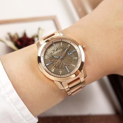 SEIKO 精工 LUKIA 太陽能 優雅時尚 日期 防水 不鏽鋼手錶-鈦色x鍍玫瑰金/31mm