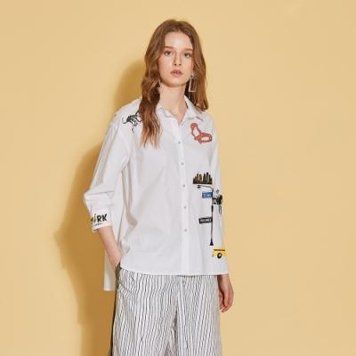 ICHE 衣哲 時尚印花前短後長七分袖襯衫造型上衣-沁白