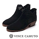 VINCE CAMUTO 麂皮簍空中跟踝靴-黑色