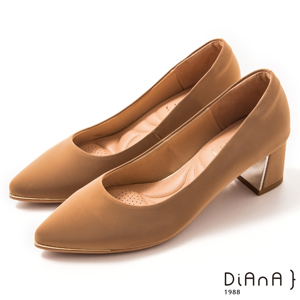 DIANA 5.5 cm 獨家絲光牛皮防磨枕頭尖頭跟鞋 –質感氛圍–卡其