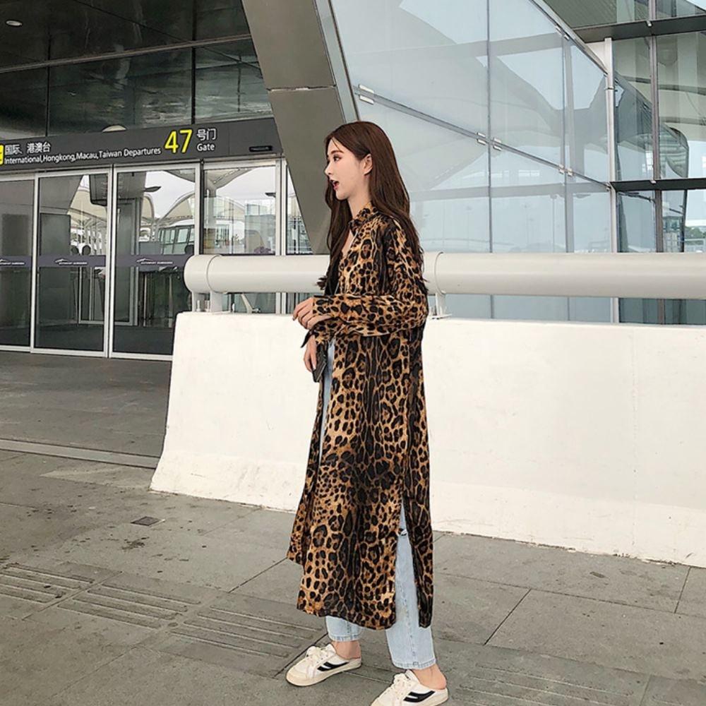 La Belleza豹紋排釦側開叉附綁帶襯衫式長版洋裝滑料罩衫外套