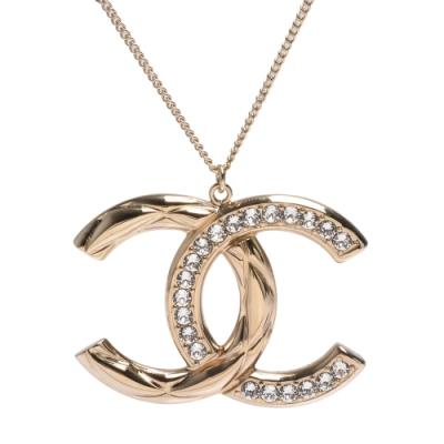 CHANEL 經典大雙C LOGO水鑽鑲嵌刻紋造型項鍊(金)