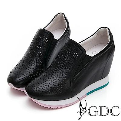 GDC-熱賣牛皮雕花舒適質感內增高素面休閒鞋-黑色