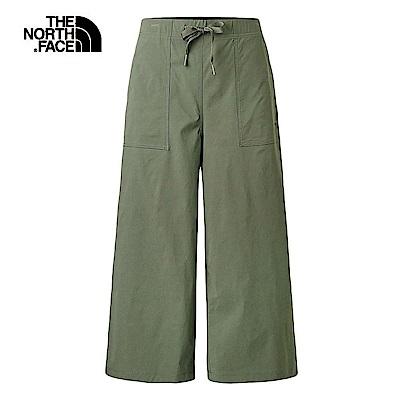 The North Face北面女款軍綠色防潑水時尚寬版長褲|3VQS21L