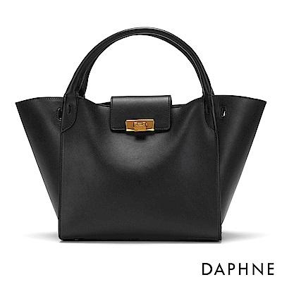 達芙妮DAPHNE-銅金色扣飾手提蝙蝠包-黑