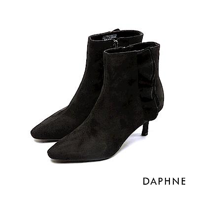 達芙妮DAPHNE 短靴-氣質荷葉滾邊尖頭細高跟短靴-黑