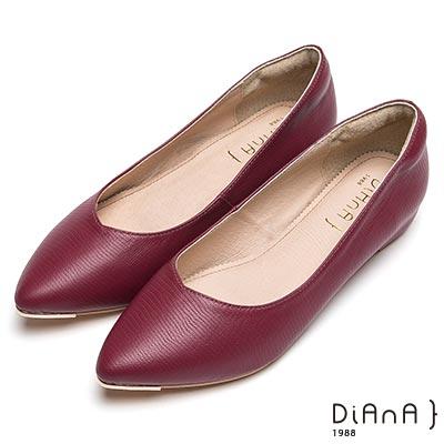DIANA 窈窕淑女—素面百搭尖頭壓紋平底鞋-紅