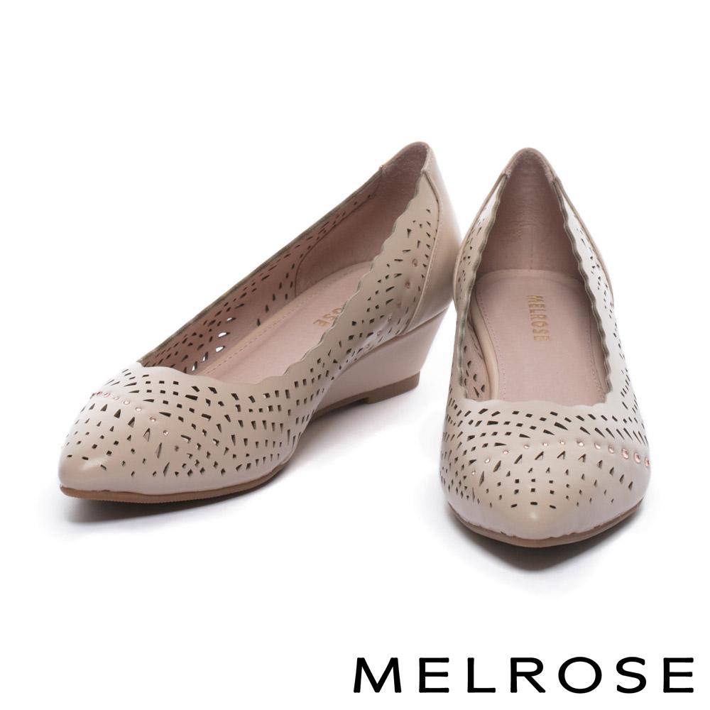 低跟鞋 MELROSE 典雅晶鑽沖孔牛皮尖頭楔型低跟鞋-粉