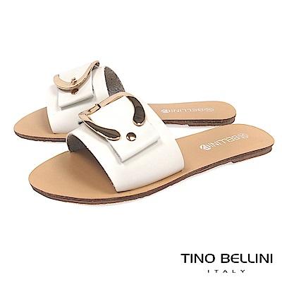 Tino Bellini 摩登C字皮帶釦平底涼拖鞋 _ 白