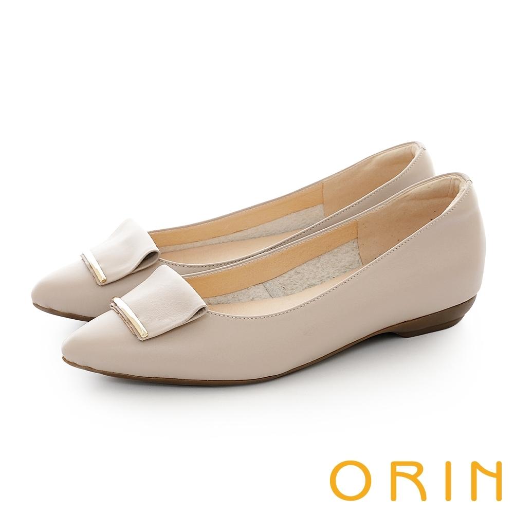 ORIN 牛皮方版金屬飾釦平底鞋 杏色