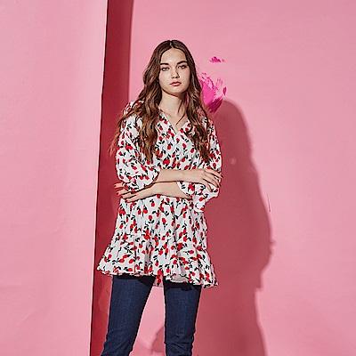 Chaber巧帛 時尚獨立開版印花荷葉波浪喇叭袖長版造型上衣-紅