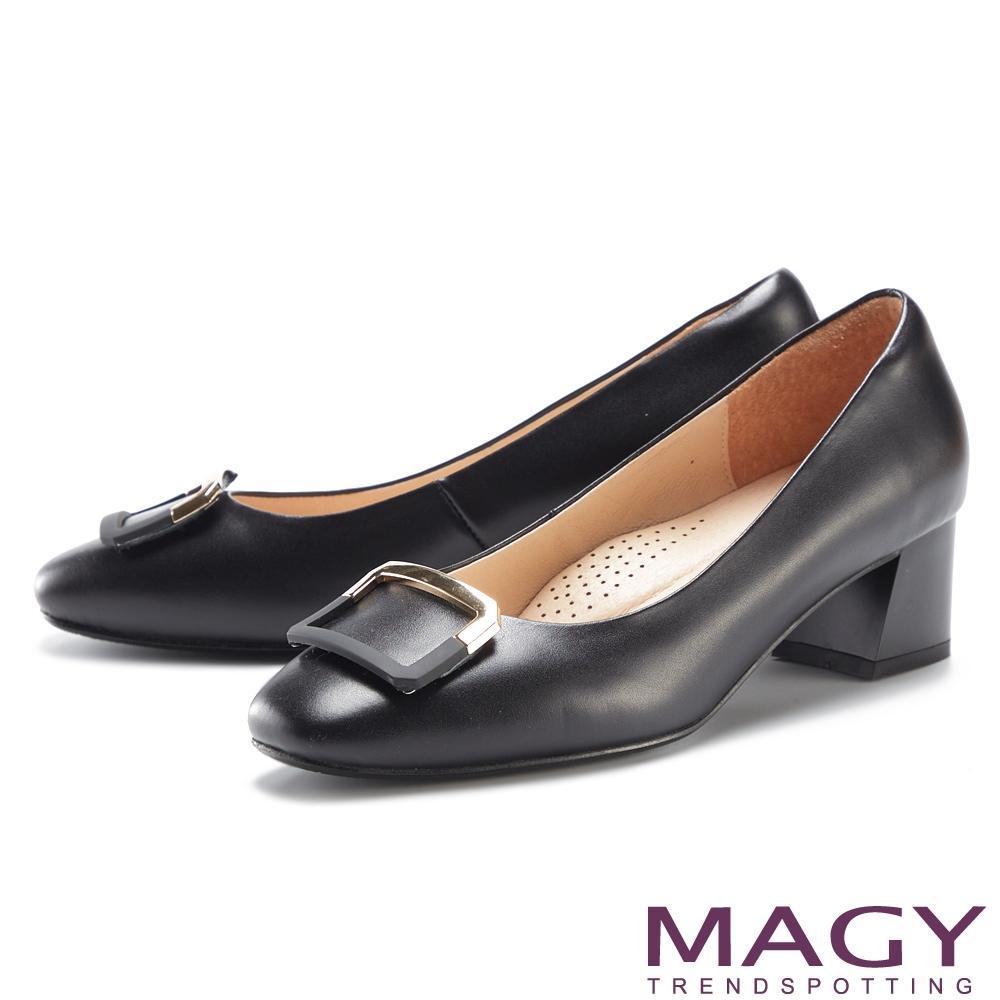MAGY 金屬烤漆方釦真皮 女 粗中跟鞋 黑色