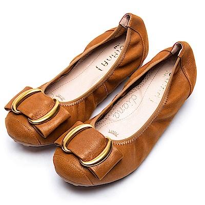 DIANA漫步雲端超厚切焦糖美人款—雙C金屬釦真皮平底鞋-焦糖棕