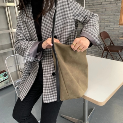 CHARMII CHIC 慵懶風磨砂輕便單肩水桶包
