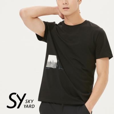 【SKY YARD 天空花園】天際線插圖印花圓領T恤-黑色