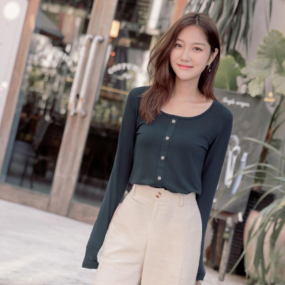 純色小方領裝飾排釦長袖針織上衣-OB大尺碼