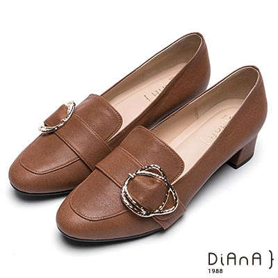 DIANA 復古知性-皮帶飾釦真皮低跟樂福鞋-棕