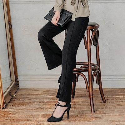 打摺設計純色合身西裝小喇叭褲-OB大尺碼