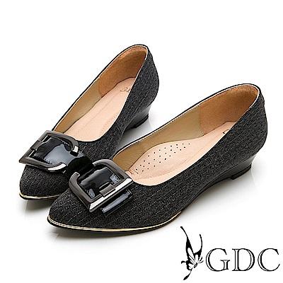 GDC-特殊設計銀扣拼接尖頭低跟素色上班鞋-黑色