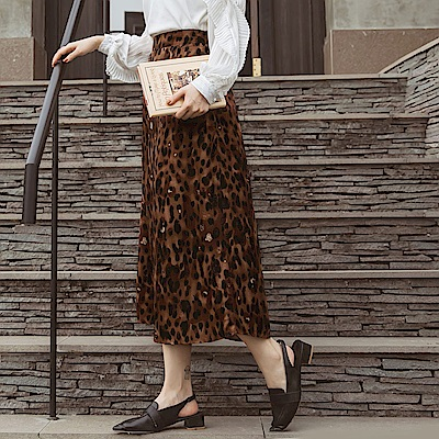 後鬆緊滿版豹紋修身A字中長裙-OB大尺碼