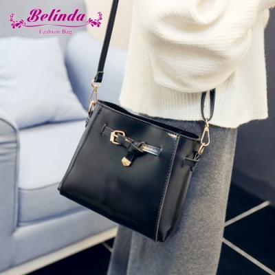 【Belinda】設計都市感綁結皮帶扣斜背包(黑色)