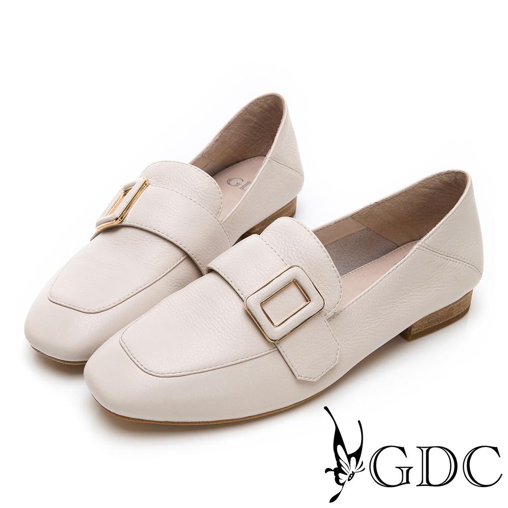 GDC-氣質文青方釦真皮質感方頭流行樂福鞋-米色
