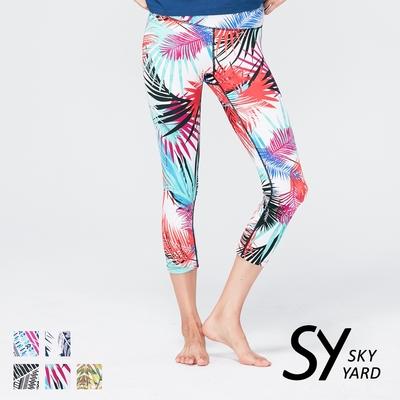 【SKY YARD 天空花園】熱銷-輕度機能緊身運動褲-七分褲-紅彩雨林葉