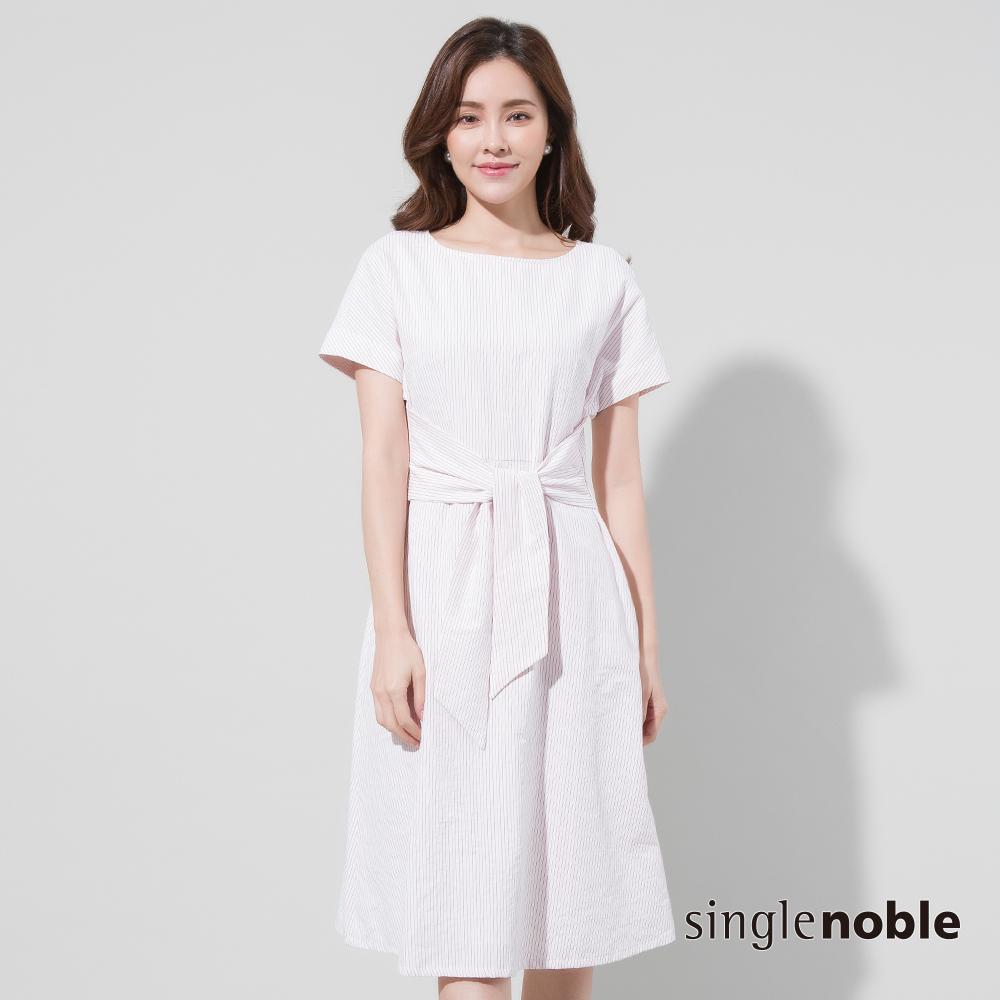 獨身貴族 標緻女子綁帶設計條紋洋裝(2色)