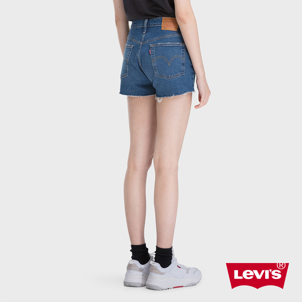 Levis 女款 501中腰排釦牛仔短褲 中藍刷白 不收邊 彈性布料